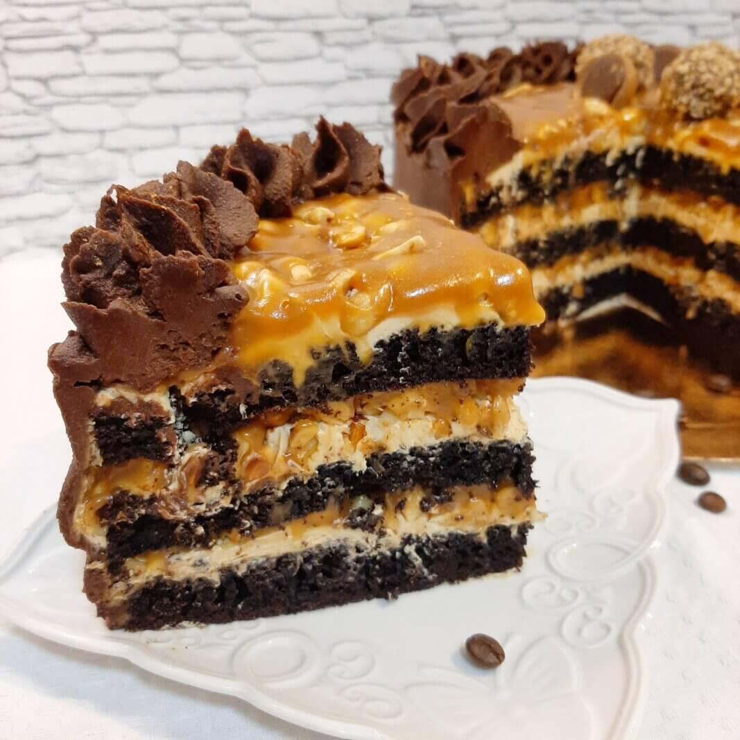 торт Сникерс в разрезе